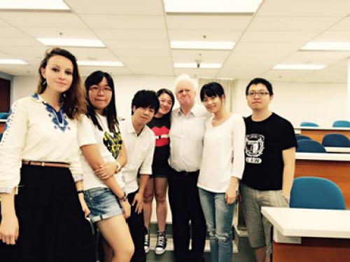 香港留学から外交官へ | 創価大学 法学部